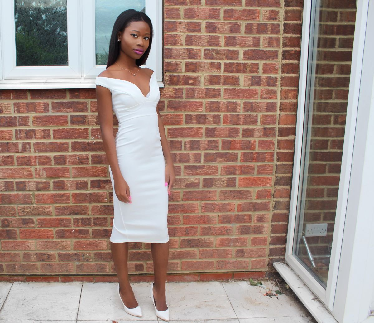 Boohoo, White dress, Off the shoulder sweetheart dress, Elegnant, Sexy, Off the shoulder white dress, Off the shoulder dress with slit at the back, Off the shoulder dress from Boohoo