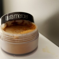 Laura Mercier Translucent Loose Setting Powder Medium Deep Review